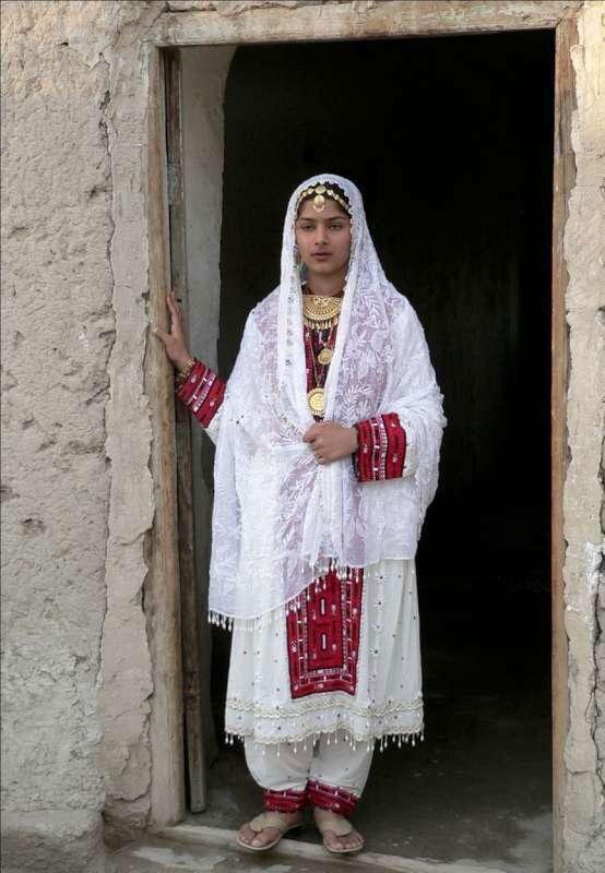 22223321144 12 - پوشش سنتی مردان و زنان سیستان و بلوچستانی